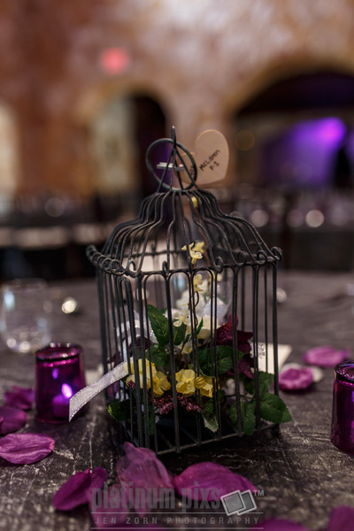 Wedding Decoration Birdcage with Flowers as Centerpiece